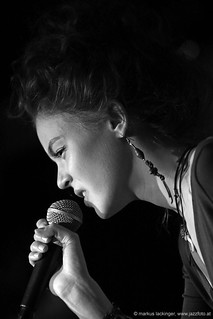 Laura Zotti: vocals