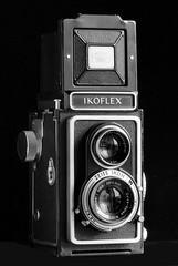 Zeiss Ikon Ikoflex I-a (1952 ca.) (Mattia Camellini) Tags: biottica twinlens 6x6cm vintagecamera cameraporn ilfordfp4 canoneos5 ef135mmf2lusm biancoenero canoscan9000fmarkii film35mm pellicola id11 mattiacamellini zeissikonikoflexia carlzeissoptontessar3575mm