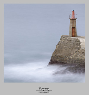 Lonely lighthouse / Faro solitario