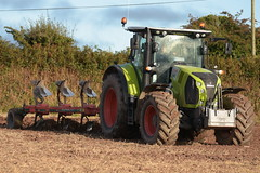 Claas Arion 650 Tractor with a Vogel & Noot 5 Furrow Plough (Shane Casey CK25) Tags: claas arion 650 tractor vogel noot 5 furrow plough ploughing turn sod turnsod turningsod turning sow sowing set setting tillage till tilling plant planting crop crops cereal cereals county cork ireland irish farm farmer farming agri agriculture contractor field ground soil dirt earth dust work working horse power horsepower hp pull pulling machine machinery nikon d7200 ciągnik traktori traktor trekker tracteur trator lisgoold