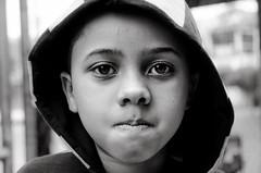 Foto- Arô Ribeiro -5122 (Arô Ribeiro) Tags: laphotographie photography bw blackwhitephotos blackandwhite pb nikond7000 thebestofnikon nikon sãopaulo brazil arôribeiro art fineart portrait candidportrait retrato