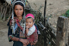 DSC02943 (Dirk Rosseel) Tags: akha people woman child tribe tribes village phongsali laos mountain mountains trekking ngc jewelry