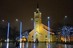 Pimedas Tallinnas (anuwintschalek) Tags: nikond7000 d7k 18140vr eesti estland estonia talv tallinn winter december 2017 õhtu evening abend night pime dark dunkel tulukesed lichter lights kirik church kirche jaanikirik jaani vabaduseväljak