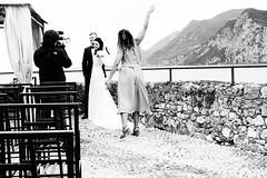 posing (jazzfoto.at) Tags: sw bw schwarzweiss blackandwhite blackwhite noirblanc biancoenero blancoynegro italien italia italy italya itálie italië urlaub feriado vakantie dovolená vacation vacances hochzeit matrimonio wedding boda casamento sony sonyrx100m3 rx100m3 rx100miii sonyrx100iii sonydscrx100iii dscrx100iii