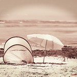 últimas vacaciones - last vacation, nostalgia, empty coast and beach tent thumbnail