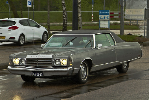 Chrysler New Yorker Brougham Coupé 1974 (0082)