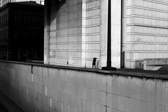 Behind the wall (pascalcolin1) Tags: paris bercy femme woman mur wall photoderue streetview urbanarte noiretblanc blackandwhite photopascalcolin 50mm canon50mm canon
