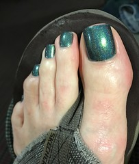 You can really see the sparkle in this color (toepaintguy) Tags: male guy men man masculine boy nail nails fingernail fingernails toenail toenails toe foot feet pedi pedicure sandal sandals polish lacquer gloss glossy shine shiny sexy fun daring allure gorgeous green christmas holo sparkles tree present
