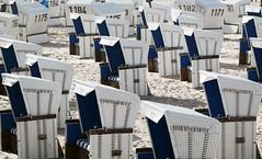Warten auf die Saison (uwe20) Tags: sylt strandkorb strand nordsee westerland weiss blau