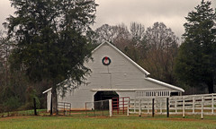 Gray Barn  - Anderson Co, S.C. (DT's Photo Site - Anderson S.C.) Tags: canon 7d 1585mmefs lens upstate andersonsc rural country roads southcarolina barn christmas wreath holiday gray southernlife farm scenic pastoral pasture landscape fence america usa vanishing vintage classic