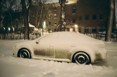 La préservation des décibels... (woltarise) Tags: mjuii olympus argentique rosemont montréal froid voiture neige 6h00am