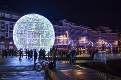 Navidad en A Coruña... (Leo ☮) Tags: navidad christmas december diciembre gente people estrelladelamuerte luz color noche nocturna deathstar lights acoruña galicia