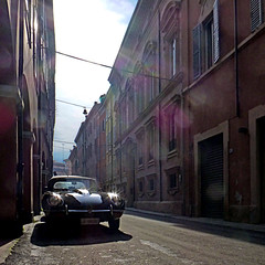 Modena, Italia (pom'.) Tags: jaguaretype jaguar etype panasonicdmctz30 february 2015 emiliaromagna italia italy europeanunion modena car vintagecar 100 200 300 400 5000