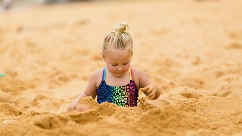 Arya burying her legs in the sand