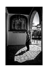 Luz / Light (mgarciac1965) Tags: luz light sevilla seville seviglia patiodebanderas nikon nikond5200 5200 street city calle gente people bw contraste blancoynegro blackandwhite andalucía andalucia andalusia españa spain espagne
