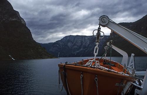 "Norwegen 1998 (185) Nærøyfjord • <a style=""font-size:0.8em;"" href=""http://www.flickr.com/photos/69570948@N04/25496642968/"" target=""_blank"">View on Flickr</a>"