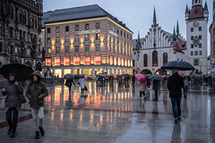 Strong Rain (graufuchs) Tags: fuji fujifilm xe2 fujifilmxe2 fujinon europe europa deutschland germany bavaria bayern oberbayern münchen munich city rain evening people street streetphotography lights 23mm 23mmf2 umbrella regen regenschirm menschen stadt