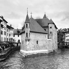 Palais de l'Île, Annecy (Eric_G73) Tags: museum annecy palais building castle prison river