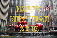 HAPPY NEW YEAR 2018. NEW YORK CITY. (ALBERTO CERVANTES PHOTOGRAPHY) Tags: happynewyear2018 felizañonuevo2018 happy feliz year año new nuevo 2018 decoracionnavideña navideña christmasdecoration decoration decoracion christmas añonuevo newyear retrato portrait photography photoborder indoor outdoor blur luz light color colores colors brightcolors brillo bright agua water bandera flag edificio building radiocity radio city rojo red amarillo yellow ventana window sign streetphotography