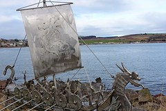 DSC03183 (LezFoto) Tags: sonydigitalcompactcamera rx100iii rx100m3 sony dscrx100m3 cybershot sonyimaging sculpture stonehavenbeach stonehaven aberdeeshire scotland unitedkingdom viking longship vikinglongship