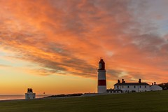 Souter sunrise (Mark240590) Tags: 50mm nikkor nikon seascape landscape morning sun orange lighthouse sunrise
