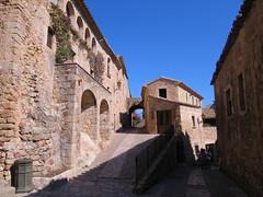 Pals (ow54) Tags: costabrava pals gebäude steingebäude buildings street strasse spain spanien schatten shadow