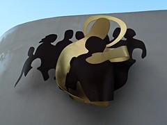 13 - Créteil, Cathédrale Notre-Dame - Qui vous accueille, m'accueille - Sculpture de Benoît Mercier - Acier Corten et Laiton (melina1965) Tags: 2017 décembre december îledefrance valdemarne nikon coolpix s3700 créteil ciel sky cloud clouds nuage nuages église églises church churches sculpture sculptures