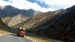 High Freight (Eye of Brice Retailleau) Tags: angle beauty composition landscape nature outdoor panorama paysage perspective scenery scenic view extérieur vanishing point ciel blue sky sunny backpacking trave lwide earth mountain mountains road route truck asia india ladakh himalaya kashmir