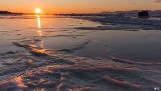 ''Marée de glace!'' L'islet sur mer