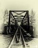 Puente del tren (Explore 27-12-2017) (JoseQ.) Tags: puente via tren jarama blancoynegro bn arboles antiguo sepia oeste ferrocarril railes