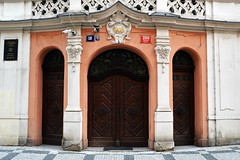 Prager Türen & Fenster - 8 (fotomänni) Tags: tür türen door doors fenster window fenetre windows prag praha prague manfredweis