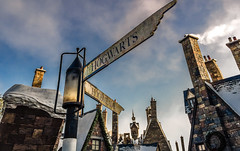 At the corner of Hogswarts and Hogsmeade (The.Mickster) Tags: themepark orlando harrypotter islandsofadventure hogsmeade streetsign 365 vacation hogwarts holiday universalstudios