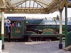 7029, Loughborough, April 1993 (David Rostance) Tags: 7029 cluncastle gwr castleclass gcr loughborough greatcentralrailway railwaystation