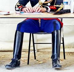 """bootsservice 17 600201 (bootsservice) Tags: armée army uniforme uniformes uniform uniforms cavalerie cavalry cavalier cavaliers rider riders cheval horse bottes boots """"ridingboots"""" weston eperons spurs equitation militaire military gendarme gendarmerie """"garde républicaine"""" paris vincennes"""