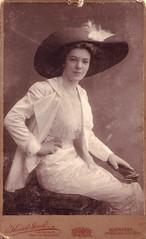 (Ferencdiak) Tags: white hat lady kossák budapest fehér kalap nő portré