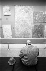 A day in the museum. (1990s) (Dave Whatt) Tags: britishmuseum 1990s blackandwhite 35mmfilm people composition tourist hat