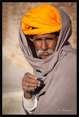 Le turban jaune (Joce.V) Tags: inde indedunord india asie asia northindia rajasthan portrait people personne homme man streetphotography streetphoto street rue regard turban jaune canon canoneos5dmarkii canonef2470f28lusm