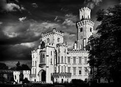 Märchenschloss monochrom (Helmut Reichelt) Tags: bw sw hluboká castle frauenberg flickrtour südböhmen southbohemia tschechien česko sommer august leica leicam typ240 captureone10 silverefexpro2 leicasummilux35mmf14asphii dxoviewpoint3