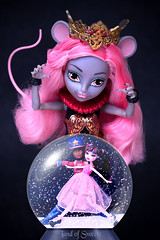 The Mouse Queen 🐭 (Mariko&Susie) Tags: monsterhigh mouscedes mouscedesking mouse booyork draculaura clawd clawdwolf tchaikovsky thenutcracker clara sugarplumfairy snowglobe ballet mouseking mousequeen christmas xmas december tistheseason snow christmasvillain toy toys doll dolls canoneos600d canoneosrebelt3i canoneoskissx5 50mmlens marikosusie sistersmarikosusie mariko susie школамонстров モンスター・ハイ