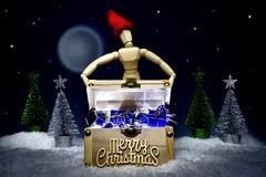 Feliz Navidad!!! (Explore, December 24th) (Osruha) Tags: feliznavidad bonnadal merrychristmas navidad nadal christmas muñeco madera ninot fusta doll composición composició composition regalos regals presents