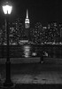 Lampara y Rascacielos / Lamp and Skyscraper (López Pablo) Tags: lamp skyscraper people bw river hudson manhattan newe york nikon d7200 urban
