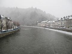 Chutes de neige à Bouillon (RIch-ART In PIXELS) Tags: bouillon neige snow belgium belgique lasemois river water village town ardennes hills canon