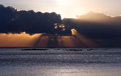 mauritius rays (2) (kexi) Tags: mauritius ilemaurice africa water ocean indianocean rays clouds sky sunset blue canon october 2016 light instantfave wallpaper