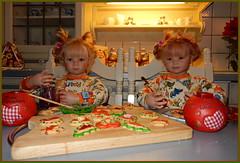 Linchen un Gretchen in der Weihnachtsbackstube ... (Kindergartenkinder) Tags: kindergartenkinder annette himstedt dolls weihnachten advent backen plätzchen linchen gretchen