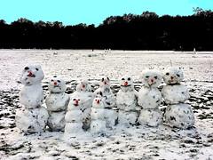 Snowman family (ingrid eulenfan) Tags: schneemann winter snowman family snow schnee