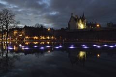 Nantes - Château des ducs de Bretagne (ptit fauve) Tags: nantes loireatlantique france 44 miroirdeau château chateaudesducsdebretagne bretagne eau nuit photodenuit lumières nikon nikond800 2470mmf28 reflet crépuscule ciel ville