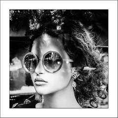 Les lunettes... (Panafloma) Tags: 2017 arras artois bandw bw evènements famille géographie hautsdefrance nadine nadinebauduin natureetpaysages noël objetselémentsettextures pasdecalais personnes techniquephoto végétaux blackandwhite lunette mannequin noiretblanc noiretblancfrance opticien province vitrine france fr