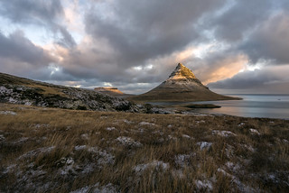 Kirkjufell, mas allá del muro -2-. Islandia.