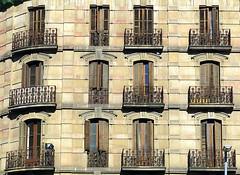 Corner flats, Barcelona (Spencer Means) Tags: barcelona catalonia catalunya spain architecture building apartment dreta eixample corner rounded flat window balcony facade façade dwwg arch shutters wood wooden balcón balkon