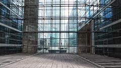 doodlopend (roberke) Tags: glas glass architecture architectuur model building gebouw street straat lijnenspel lijnen vlakken parijs paris outdoor buiten door deur